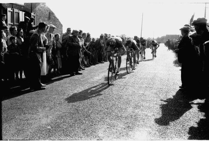 Wielerwedstrijd: Apers en Covent zijn 1ste en 2de in koers, Ardooie 1957