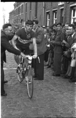 Wielerwedstrijd: Knockaert wint, Roeselare 03-08-1957