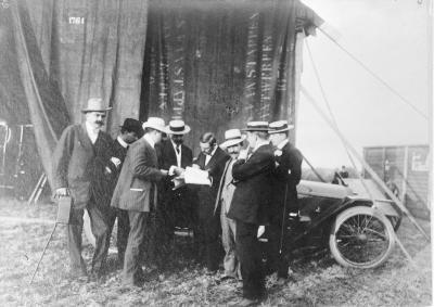 Vliegmeeting, nog even bespreken, 1911
