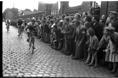 Wielerwedstrijd: Couchez wint, Vanderheeren is 2de, Roeselare 1957