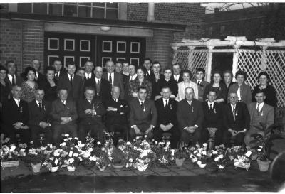 """Huldiging personeel """"De Roterij"""", Izegem, 1959"""