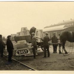 Arbeiders van de fabriek Sabbe & Steenbrugge (SAST) aan het werk