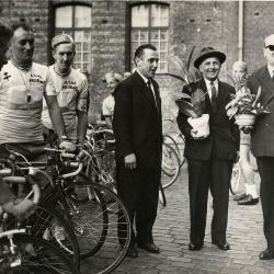 Ontvangst Koninklijke Stedelijke Wielrijdersbond met voorzitter Renier, 1967