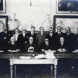Groepsfoto nieuwe gemeenteraad Roeselare, 1953