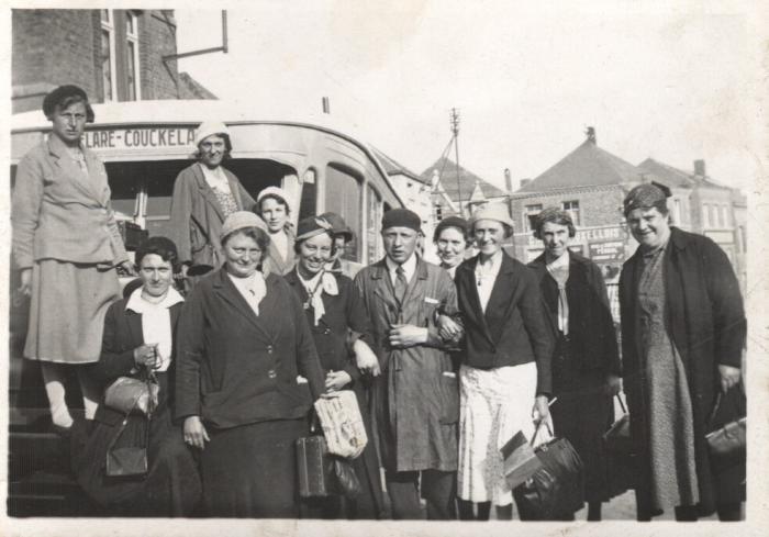 Viktor Vandenaweele en bus Roeselare-Couckelaere.