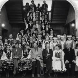 Ontvangst Poolse volksdangsgroep stadhuis Roeselare, 1983