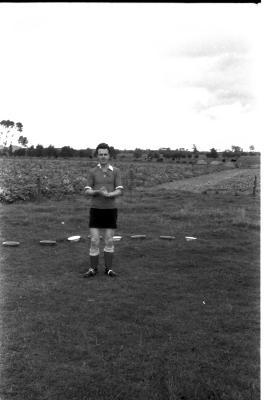 Marcel Condé poseert in sportkledij, 1957