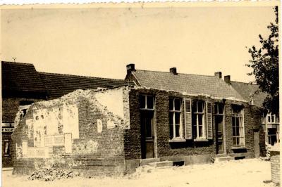 "Afbraak herberg ""huis van koophandel"", Gits, 1948"