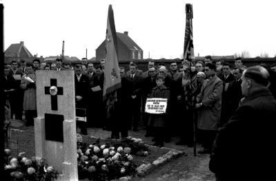 "Begrafenis secretaris Kerkkoor ""De Kerels"", Izegem, 1959"