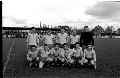 Voetbalwedstrijd SK Beveren-FC Izegem: groepsfoto SK Beveren, Izegem 957