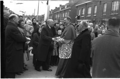 Inwijding nieuwe kapel in wijk Negenhoek door Bisschop Desmedt, Izegem, 1959