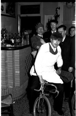 """Huldiging schutterskoning """"Stad Kortrijk"""", izegem, 1959"""