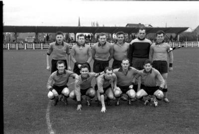 SV Willebroek: groepsfoto voetbalspelers, Izegem 1957
