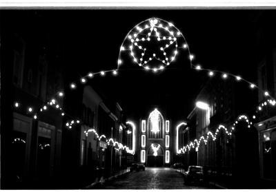 Kerstverlichting Sint-Tillostraat, Izegem, 1959