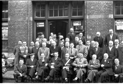 Café 'De Gilde, Boldershof': kampioenviering, Izegem 1957