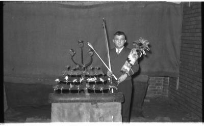 Kampioenviering boogschutters café 'Stad Kortrijk': Albert kampioen, Izegem 1957