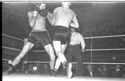 Fases uit een bokswedstrijd, Izegem 1958
