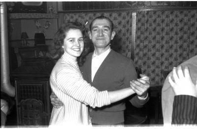 Fietsen op rollen: Annie danst met Camiel, Izegem 1958
