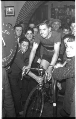 Fietsen op rollen: Raf Vanderheere op de  rollen, Izegem 1958