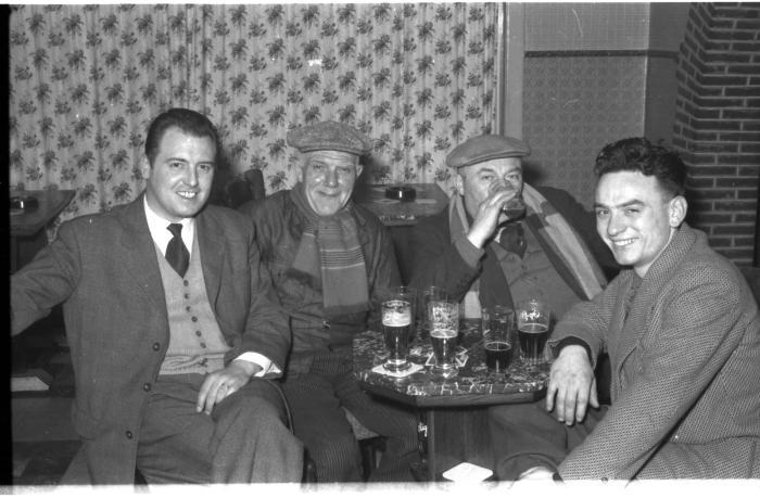 Wielerclub Verenigde Sportvrienden: Bob met vrienden, Izegem 1958