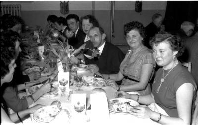 Huldiging Saelen: personeel aan feestmaal, Kachtem 1958