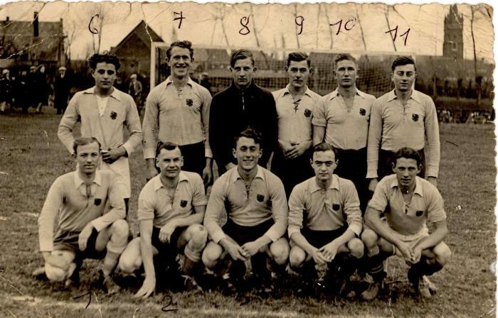 Groepsfoto voetbalclub VP, Gits