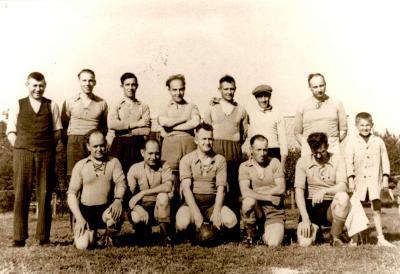 Groepsfoto voetbalclub VP Gits, Gits, 1945