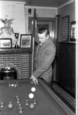 Fotoreportage biljartkampioen café 'Terneuzen': fases in spel, Izegem 1957