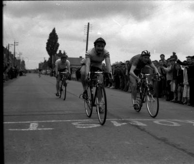 Renner M. Vanmoerkerke wint spurt te Moorslede, Moorslede, 1958