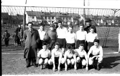 Miniemen SK Roeselare: groepsfoto spelers, Izegem 1958