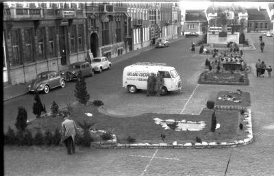 Bloementapijt op Korenmarkt, Izegem 1958