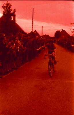 De Keyser Germain wint wielerwedstrijd, Izegem, 1 juni 1958