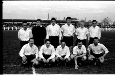 Voetbalclub RC Gent: groepsfoto spelers, Izegem 1958