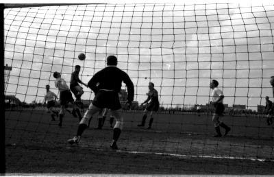 Voetmatch Izegem - RC Gent: verschillende fases tijdens match, Izegem 1958