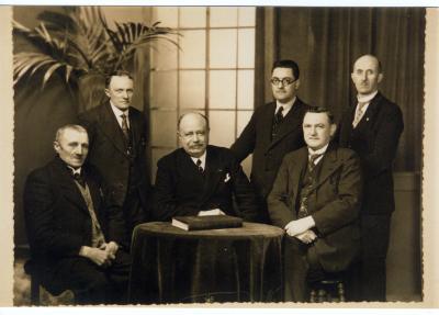 Groepsfoto van het schepencollege van Roeselare, 1938