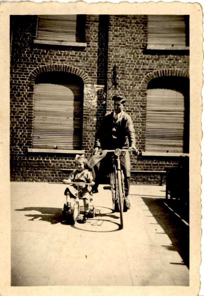 Vader met dochter, Hooglede