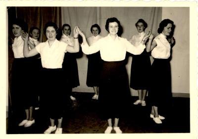 Dansopvoering, Hooglede