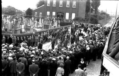 Begrafenisstoet pastoor Lionel De Boodt, Emelgem, 1958