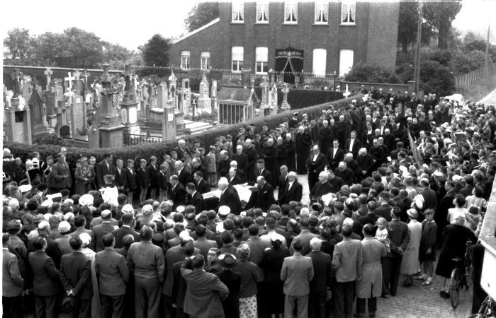 Begrafenis pastoor Lionel De Boodt, Emelgem, 1958
