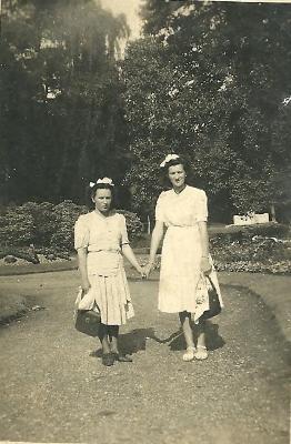 Esther Vergote en Rosa Hoirelbeke, Gits