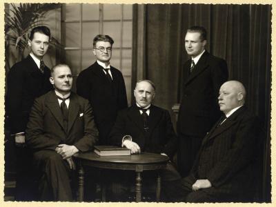 Groepsfoto van het onderwijspersoneel van stadsschool II, 1938