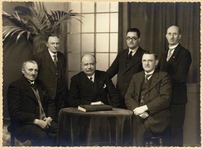Groepsfoto van het schepencollege Roeselare, 1938